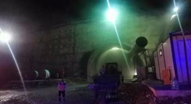 Mersin'de tünel inşaatında yangın! İşçiler hastaneye kaldırıldı