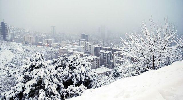 Ankara ve İstanbul'da kar yağışı başladı! Meteoroloji'den peş peşe uyarılar