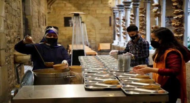 Kilisede iftar: Müslümanlar için seferber oldular