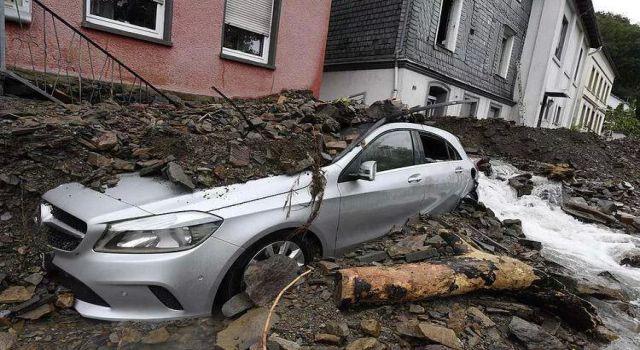 Almanya ve Belçika güne felaketle uyandı! Ölü sayısı korkunç seviyede, dehşet görüntüler