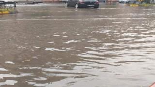 İskenderun'da yaz yağmuru zor anlar yaşattı