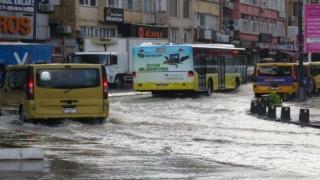 Meteoroloji'den peş peşe İstanbul uyarıları! Ve başladı, trafik felç