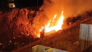 Şarampole yuvarlanan ambulans alev alev yandı