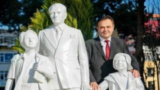 CHP'li Bilecik Belediyesi'nden heykel açılışı