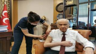 Devlet Bahçeli, Kovid-19 aşısı yaptırdı!