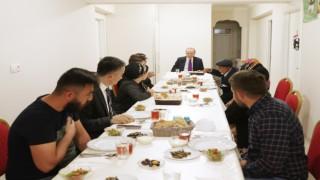 Cumhurbaşkanı Erdoğan, bir aileye iftarda konuk oldu