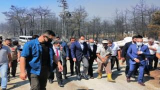 Yeniden Refah lideri Erbakan yangın bölgesini ziyaret etti